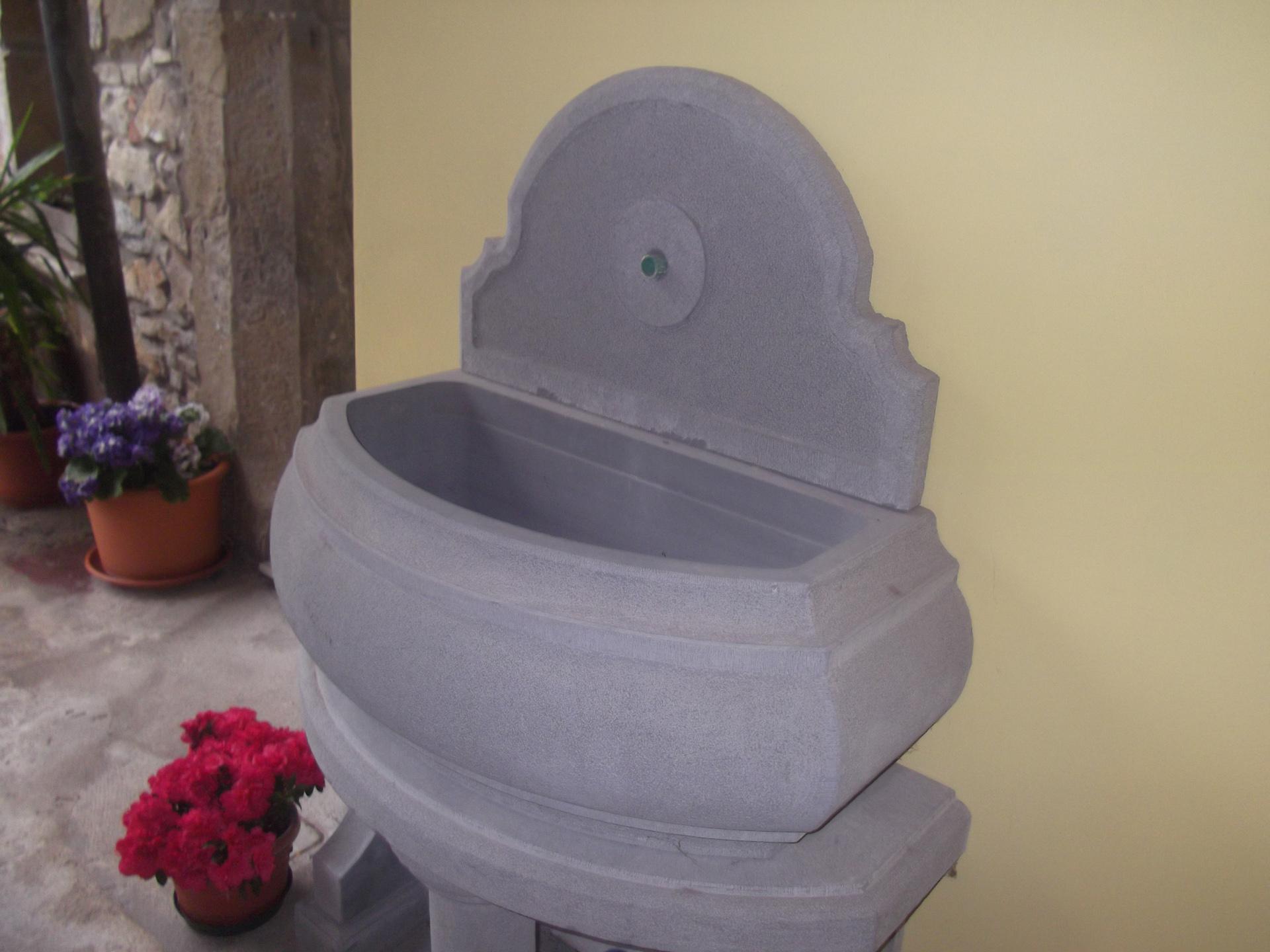 Vasca Da Esterno In Pietra : Fontane e vasche per esterni perletti omar